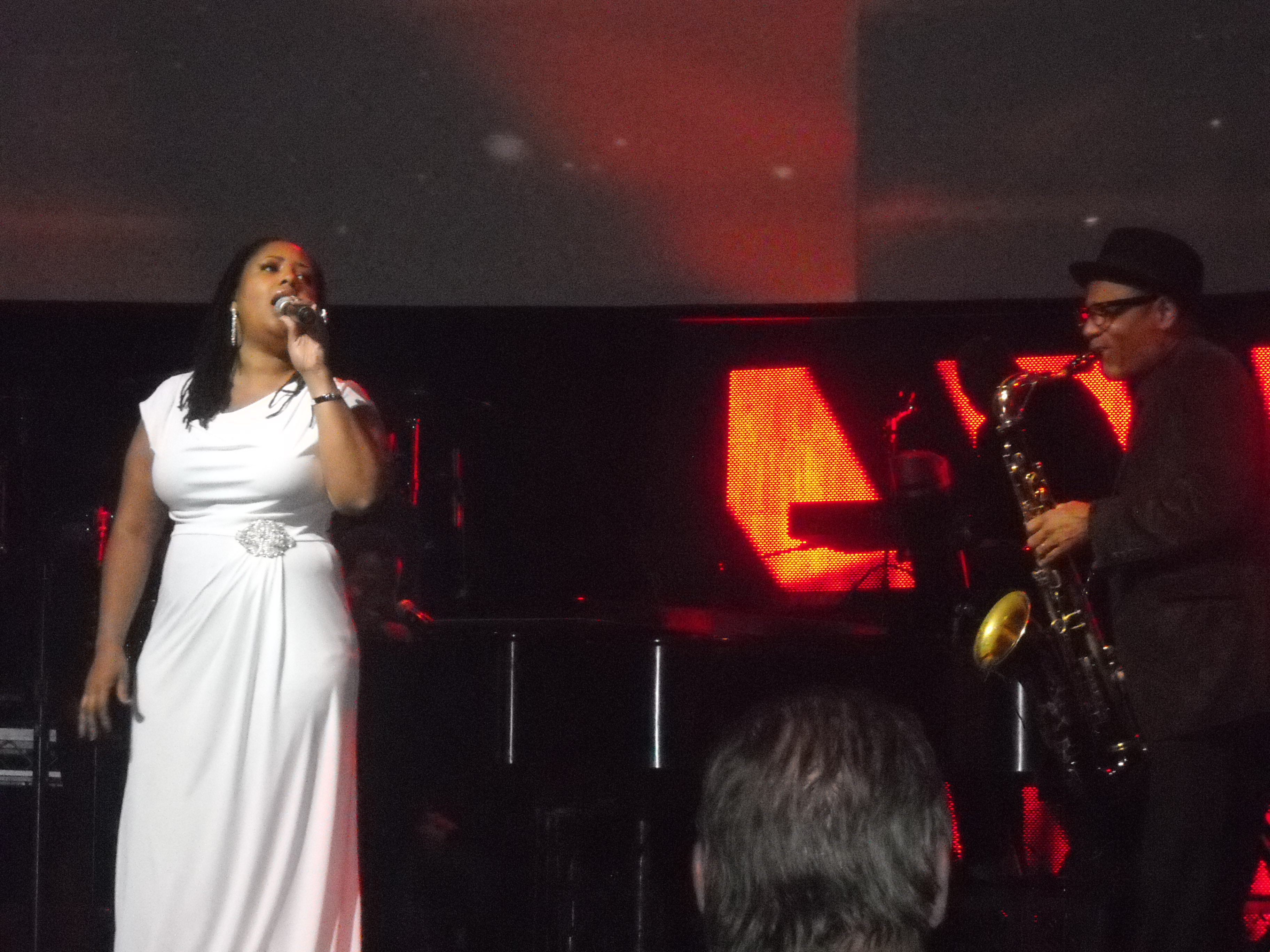 KirkWhalum_and_LalahHathaway_at_TheDreamCenter_Feb13_2011.jpg